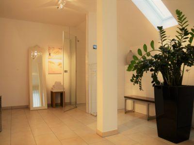 RiedbergImmobilien_freistehendes_Einfamilienhaus_Quartier_Schoene_Aussicht_Badezimmer
