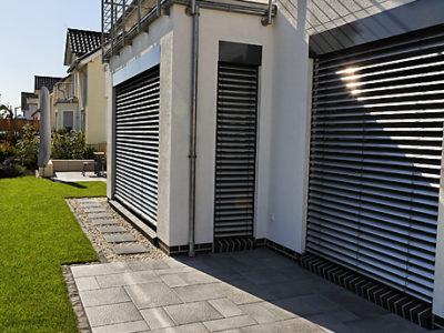 RiedbergImmobilien_freistehendes_Einfamilienhaus_Quartier_Schoene_Aussicht_Hausansicht_Garten_2