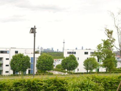 RiedbergImmobilien_Wohnung_Skylineblick_Quartier_Schoene_Aussicht_Ausblick_Terrasse