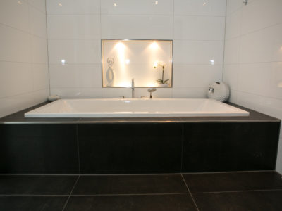 RiedbergImmobilien_freistehendes_Einfamilienhaus_Quartier_Altkoenigblick_Badewanne
