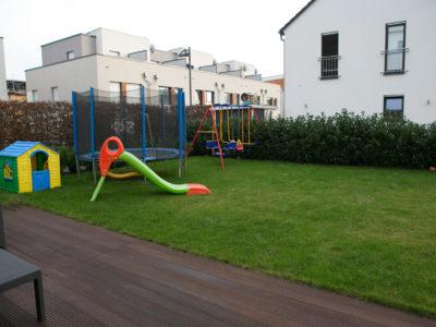 RiedbergImmobilien_freistehendes_Einfamilienhaus_Quartier_Altkoenigblick_Garten_Terrasse2