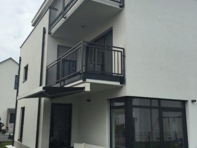 RiedbergImmobilien_freistehendes_Einfamilienhaus_Quartier_Altkoenigblick_Hausansicht_Garten