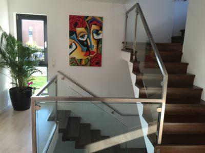 RiedbergImmobilien_freistehendes_Einfamilienhaus_Quartier_Altkoenigblick_Treppenaufgang1