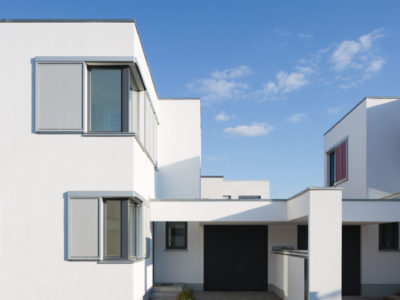 RiedbergImmobilien_freistehendes_Einfamilienhaus_Villa_Quartier_Altkoenigblick_Einfahrt