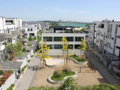 RiedbergImmobilien_Doppelhaus_Innenhof_II_Quartier_Schoene_Aussicht