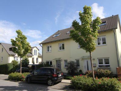 RiedbergImmobilien_Doppelhaus_Quartier_Schoene_Aussicht_Hausansicht_1