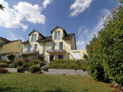RiedbergImmobilien_Doppelhaus_Quartier_Schoene_Aussicht_Rückansicht_Garten_2