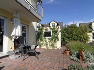 RiedbergImmobilien_Doppelhaus_Quartier_Schoene_Aussicht_Terrasse