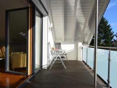 RiedbergImmobilien_freistehendes_Einfamilienhaus_Frankfurter_Berg_Balkon
