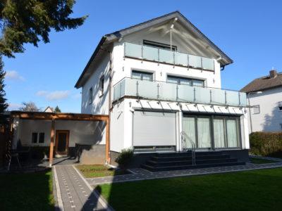 RiedbergImmobilien_freistehendes_Einfamilienhaus_Frankfurter_Berg_Rueckansicht