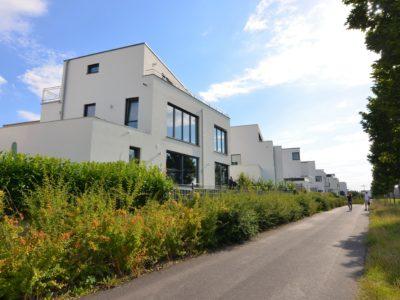 RiedbergImmobilien_freistehendes_Einfamilienhaus_Villa_2_am_Kaetcheslachpark_Rueckansicht