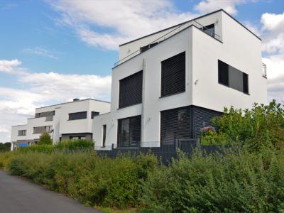 RiedbergImmobilien_freistehendes_Einfamilienhaus_Villa_am_Kaetcheslachpark_Rueckansicht_2